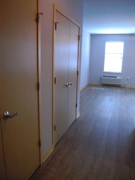 506-304-enter-closets